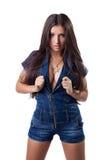 Seksowna brunetki młoda kobieta w drelichowych kombinezonach Zdjęcia Stock
