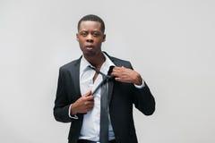 Portret skołowany amerykanina afrykańskiego pochodzenia biura facet Obrazy Stock