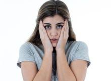Portret smutna i zastrachana kobieta Odizolowywający w białym tle Ludzcy wyrażenia i emocje zdjęcie royalty free