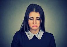 Portret smutna kobieta patrzeje w dół Zdjęcia Royalty Free