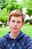 Portret smutna przyglądająca chłopiec fotografia royalty free