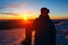 Portret snowboarder na tle zmierzch Zdjęcie Royalty Free
