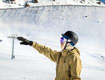 Portret snowboarder przy ośrodkiem narciarskim Zdjęcie Royalty Free