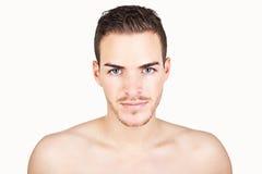 Portret sportive młody człowiek odizolowywający na bielu Zdjęcia Royalty Free