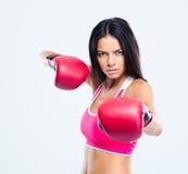 Portret sporty kobieta z bokserskimi rękawiczkami Fotografia Royalty Free