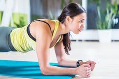 Portret sprawność fizyczna trenuje sportowej sporty kobiety Zdjęcie Royalty Free