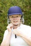 Portret starszy żeński krykiecista przystosowywa hełm zdjęcie royalty free