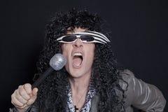 Inne zdjęcia stock na temat seniora rockowy gitarzysta wykonuje nad