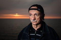Portret starszy osamotniony zadumany mężczyzna Obrazy Royalty Free
