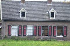 Portret stary dom w lesie fotografia stock