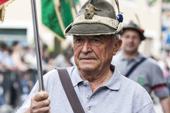 Portret stary włoski wysokogórski wojskowy w paradzie Obrazy Stock
