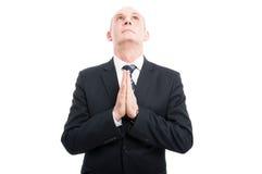 Portret starzejący się elegancki mężczyzna robić modli się gest Zdjęcie Royalty Free