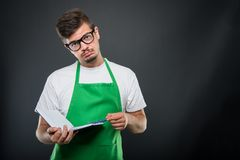 Portret supermarket pracodawcy mienia agenda i pióro Fotografia Royalty Free
