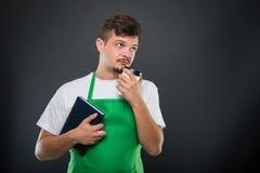 Portret supermarket pracodawcy mienia kawa i agenda Obraz Royalty Free