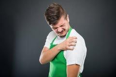 Portret supermarket pracodawcy mienia ramię w jak ból Zdjęcia Royalty Free