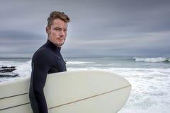 Portret surfingowiec w Jeffreys zatoce zdjęcia stock