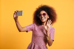 Portret szczęśliwa afro amerykańska kobieta Obrazy Stock