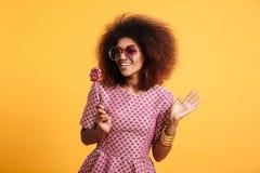 Portret szczęśliwa afro amerykańska kobieta w retro stylu Fotografia Royalty Free