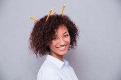 Portret szczęśliwa afro amerykańska kobieta z fryzurą s Zdjęcie Royalty Free