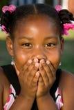 Portret szczęśliwa amerykanin afrykańskiego pochodzenia mała dziewczynka zdjęcia royalty free