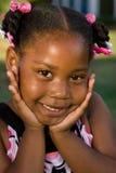 Portret szczęśliwa amerykanin afrykańskiego pochodzenia mała dziewczynka obraz royalty free