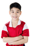 Portret Szczęśliwa azjatykcia śliczna chłopiec w czerwonym sporta mundurze Zdjęcia Stock