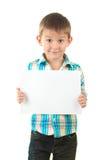 Portret szczęśliwa chłopiec z prześcieradłem papier Zdjęcie Stock