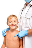 Portret szczęśliwa dziecko pozycja obok lekarki Obrazy Stock
