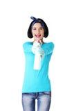 Portret szczęśliwa kobieta z cleaning fluidem Fotografia Royalty Free