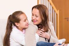 Portret szczęśliwa matka z dziewczyną obraz royalty free