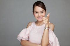 Portret szczęśliwa piękna Azjatycka dziewczyna Obrazy Royalty Free