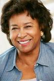 Portret Szczęśliwa Starsza kobieta W Domu Zdjęcie Stock