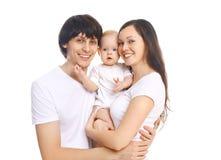 Portret szczęśliwa uśmiechnięta rodzina, matka i ojciec z dzieckiem na bielu, fotografia stock