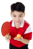 Portret Szczęśliwej azjatykciej chłopiec sztuki stołowy tenis obraz stock