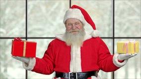 Portret szczęśliwy Święty Mikołaj z prezentami zbiory