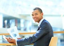 Portret szczęśliwy amerykanina afrykańskiego pochodzenia przedsiębiorca Fotografia Stock