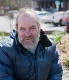Szczęśliwy bezdomny mężczyzna Zdjęcia Royalty Free