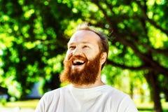 Portret szczęśliwy dorośleć mężczyzna z czerwoną brodą i wąsy Zdjęcia Royalty Free