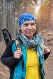 Portret szczęśliwy kobieta wycieczkowicz Fotografia Royalty Free