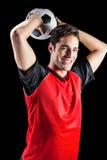Portret szczęśliwy męski atlety miotania futbol Obrazy Stock