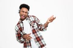 Portret szczęśliwy młody afro amerykański mężczyzna Obraz Stock
