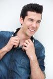 Portret szczęśliwy młody człowiek ono uśmiecha się z hełmofonami obrazy stock