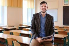 Portret szczęśliwy nauczyciel fotografia stock