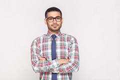 Portret szczęśliwy przystojny brodaty biznesmen w kolorowym czeku zdjęcie royalty free