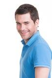 Portret szczęśliwy przystojny mężczyzna wewnątrz w błękitnej koszula. obrazy stock