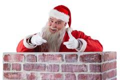 Portret szczęśliwy Santa Claus robi ręka gestowi nad ścianą Zdjęcie Stock