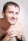 Portret szczęśliwy uśmiechnięty atrakcyjny mężczyzna zakończenie up obrazy stock
