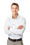 Portret szczęśliwy uśmiechnięty młody człowiek jest ubranym białego koszulowego standi Zdjęcia Royalty Free