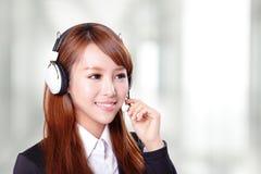 Portret szczęśliwy uśmiechnięty poparcie telefonu operator w słuchawki Obraz Royalty Free