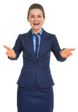 Portret szczęśliwy widzieć ciebie biznesowa kobieta Fotografia Royalty Free
